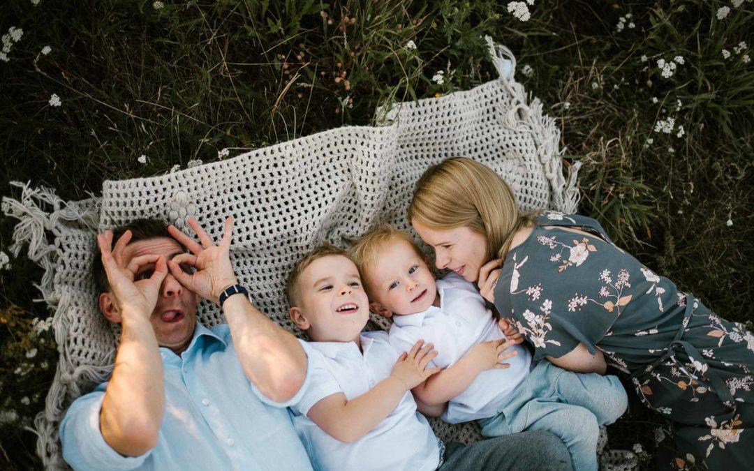 Rodzinna sesja na łące