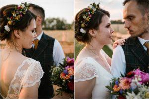 Para młoda patrzy sobie w oczy na polu - sesja ślubna w plenerze Poznań