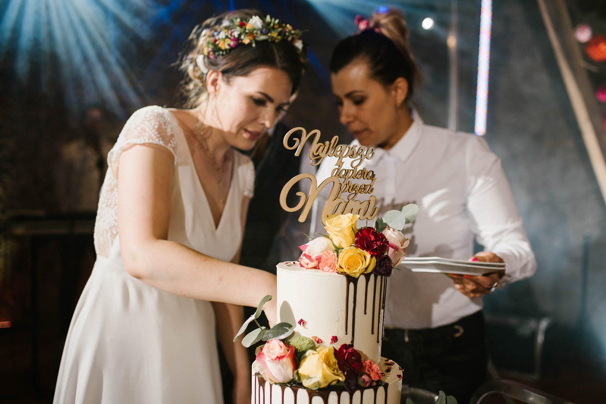 Tort weselny - ślub w stodole Dyrkowo