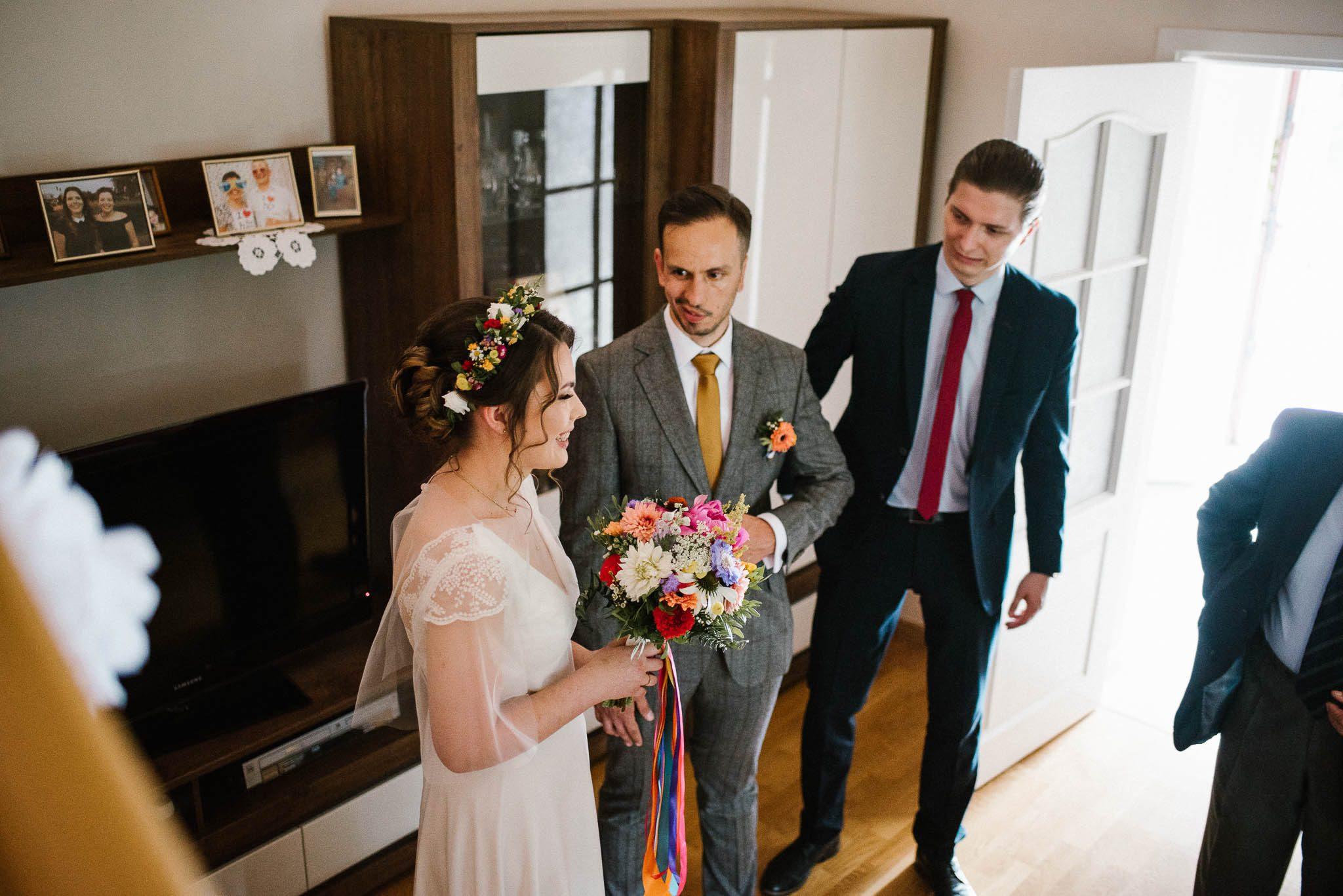 Panna młoda i pan młody - ślub w stodole Dyrkowo