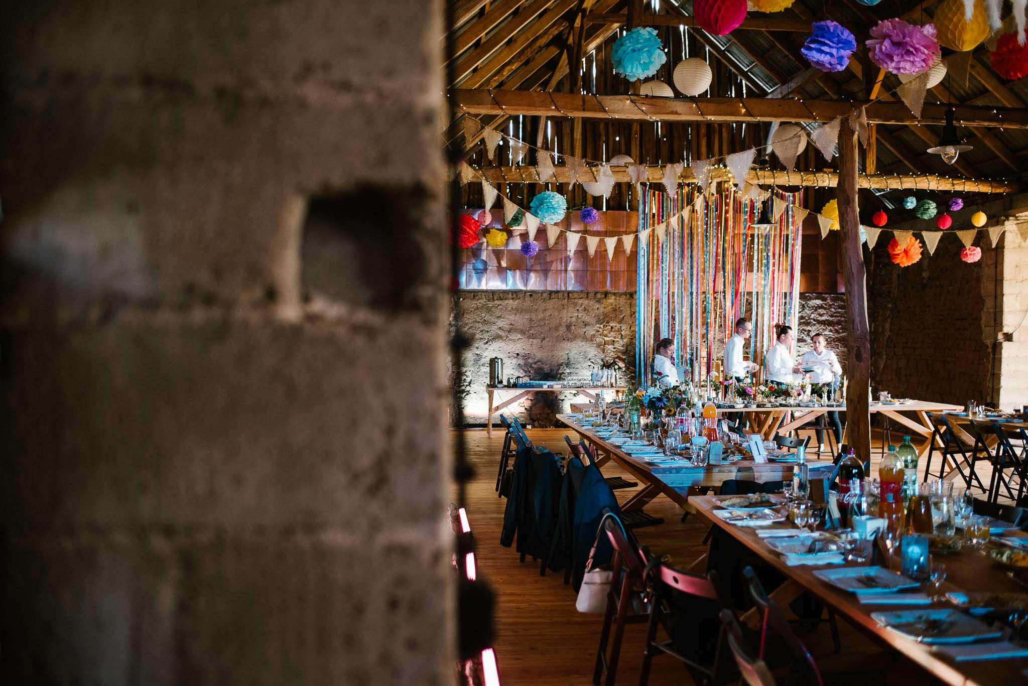 Wesele w stodole w Dyrkowie, dekoracje ślubne kolorowe