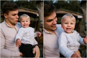 Tata trzyma synka na rękach, synek się uśmiecha - jesienna sesja rodzinna w plenerze Poznań