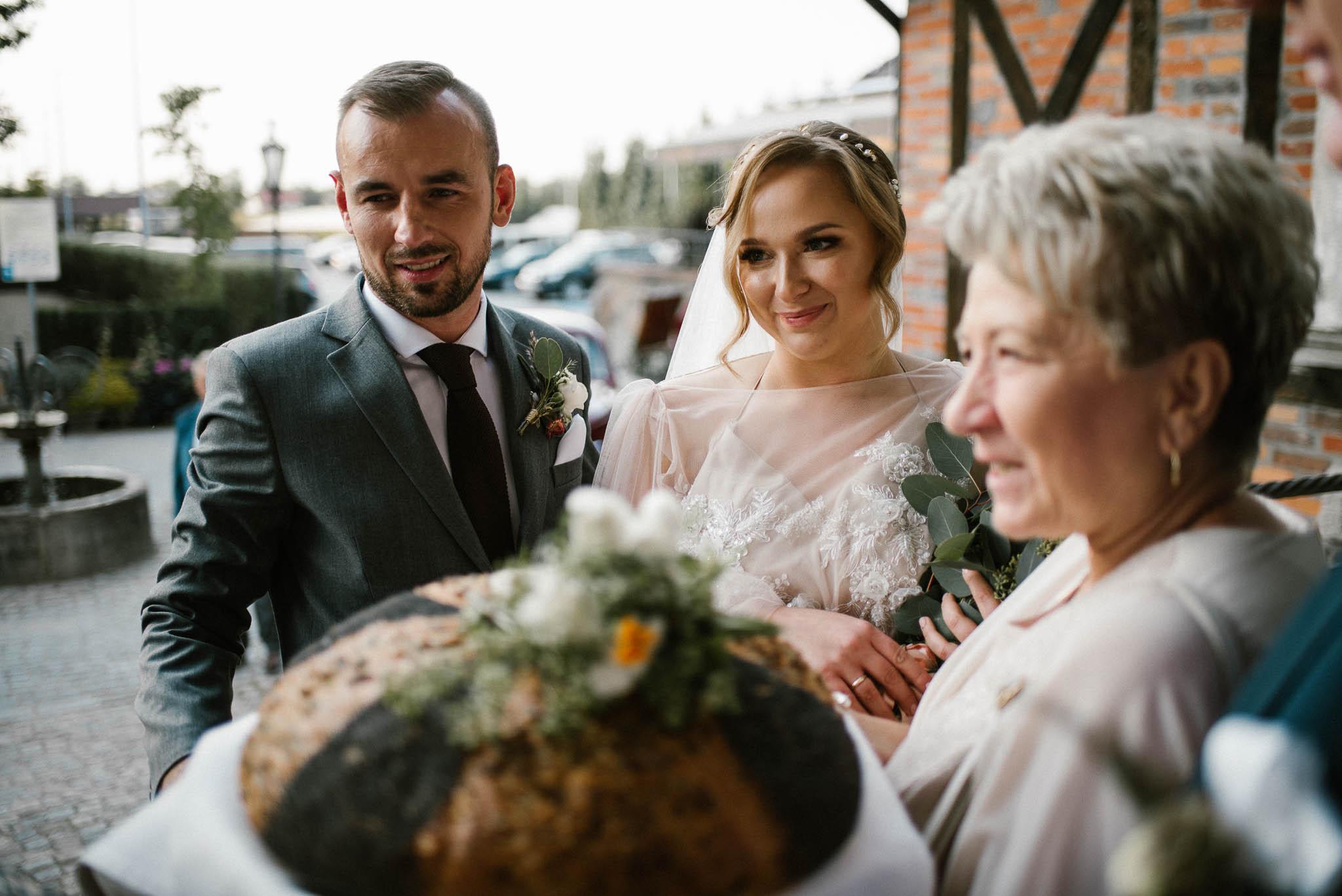 Przywitanie chlebem i solą - ślub w Biskupicach, Siedem Drzew