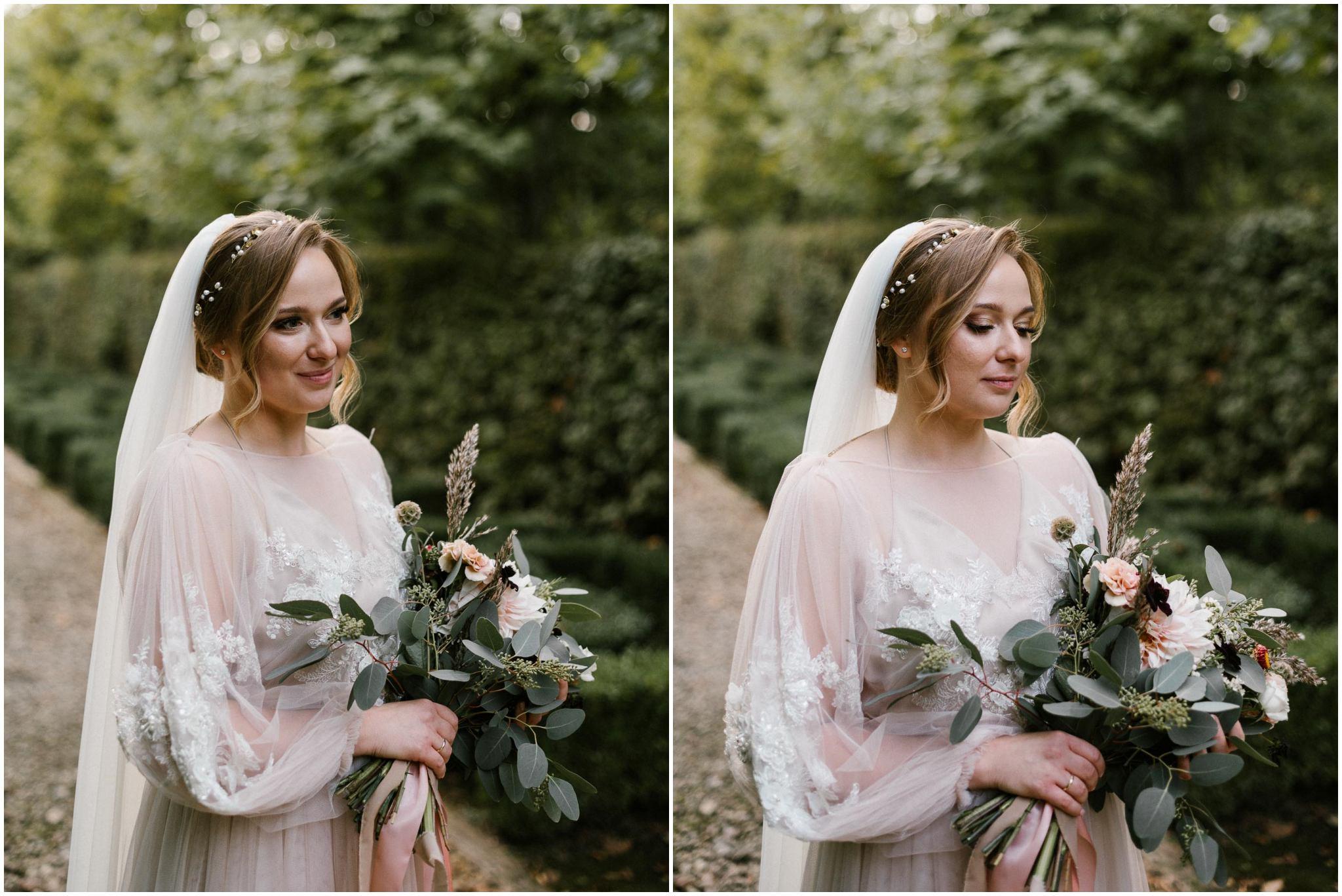 Panna młoda z bukietem - sesja ślubna w plenerze Biskupice, Siedem Drzew