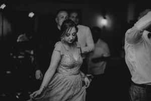 Świadkowa tańczy na weselu - ślub w Biskupicach, Siedem Drzew