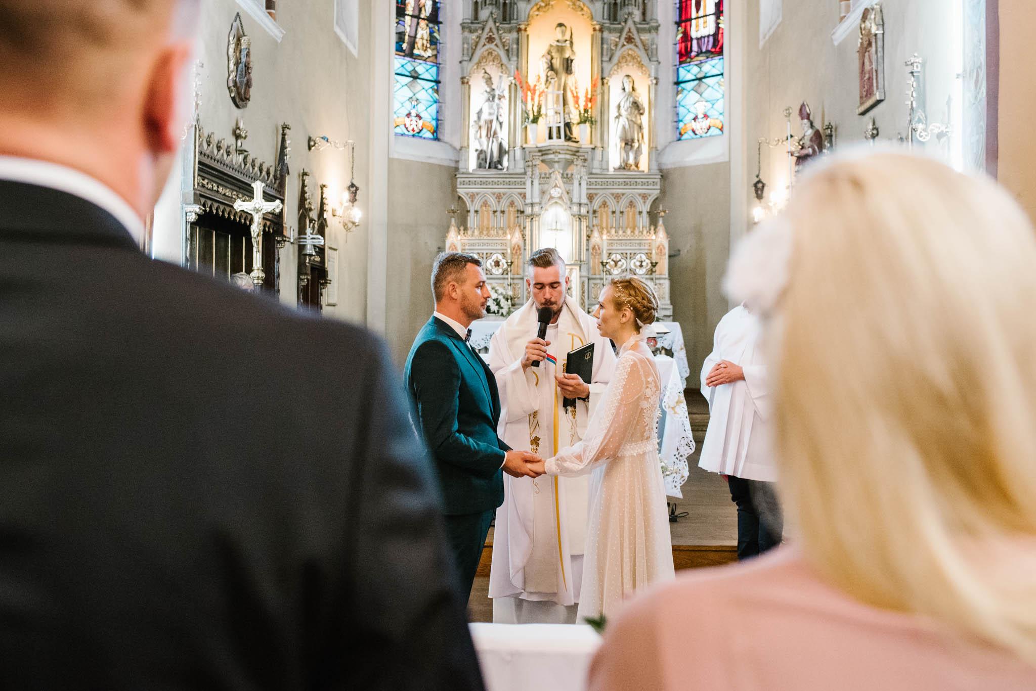 Para młoda składa przysięgę małżeńską - sesja ślubna na Wyspie Św. Edwarda Zaniemyśl