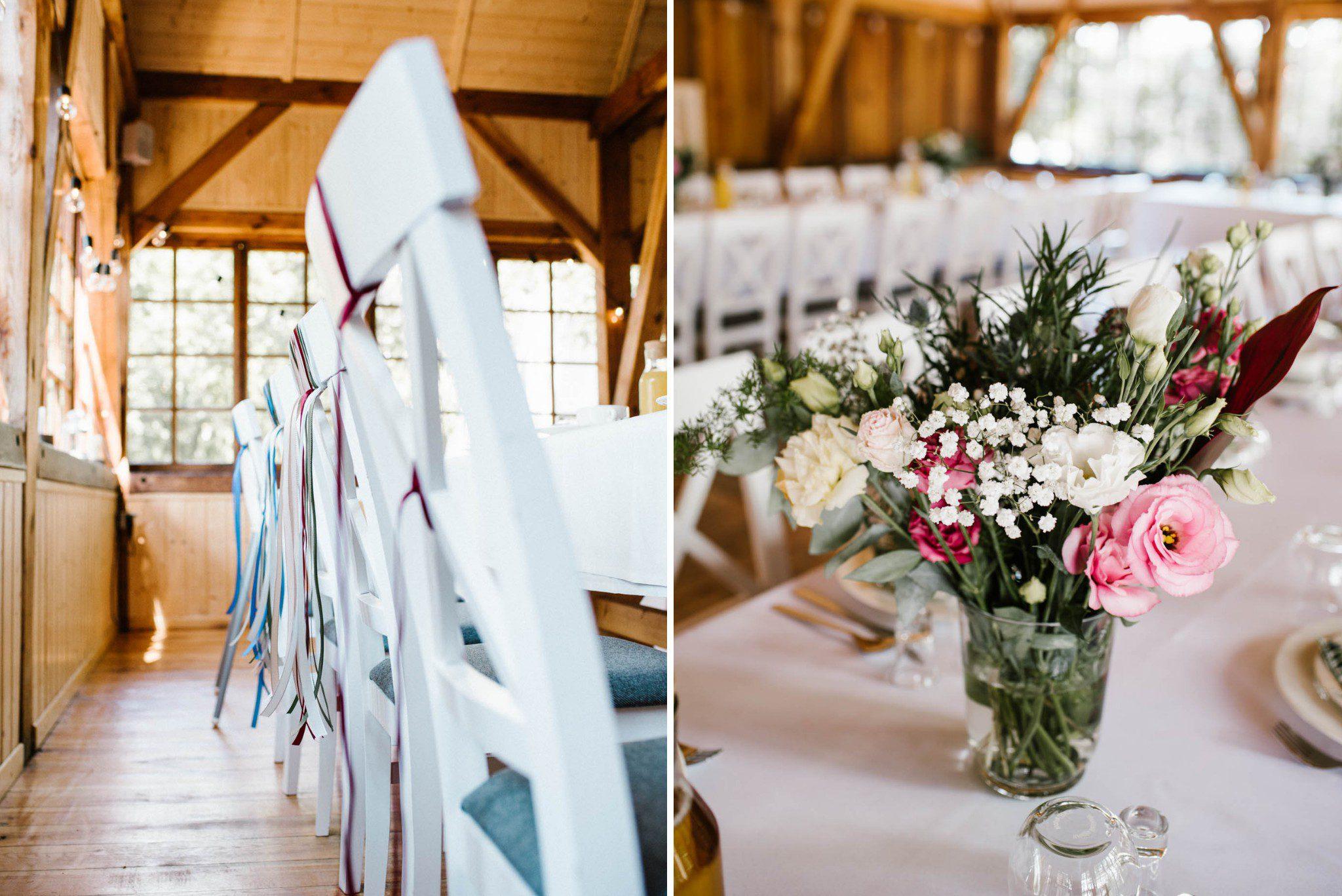 Dekoracje ślubne, kwiaty w wazonie na stole ślubnym - sesja ślubna na Wyspie Św. Edwarda Zaniemyśl