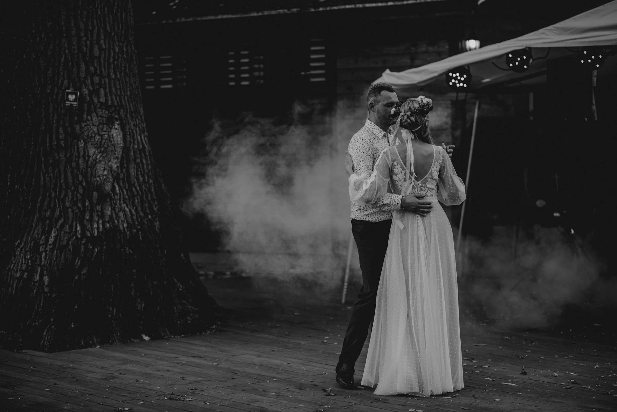 Taniec pary młodej - sesja ślubna na Wyspie Św. Edwarda Zaniemyśl