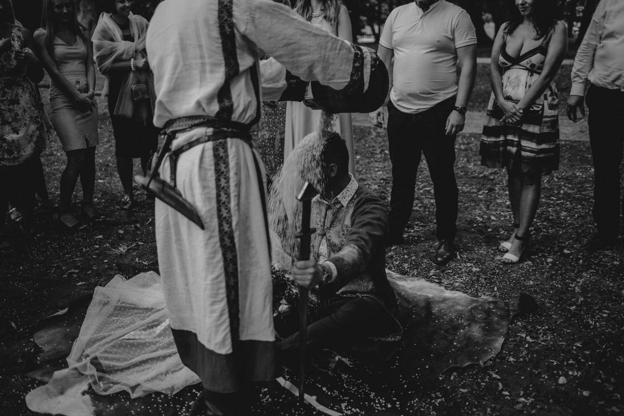 Mąż posypany ryżem - sesja ślubna na Wyspie Św. Edwarda Zaniemyśl