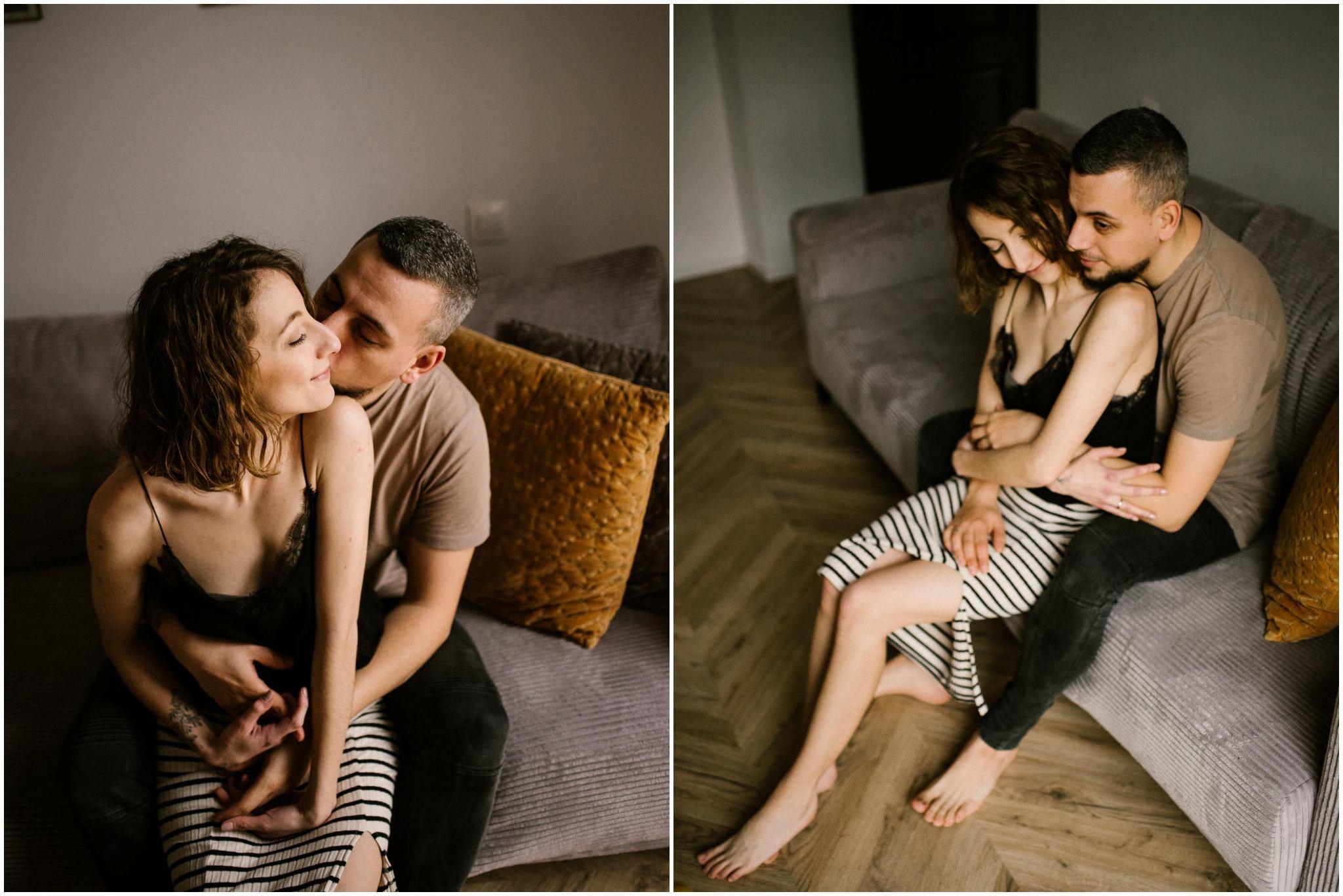 Mąż przytula żonę i ją całuje - sesja sensualna pary lifestyle w Poznaniu