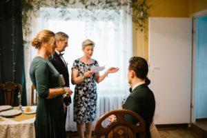 Błogosławieństwo rodziców przed ślubem - sesja ślubna reportaż Żuczki Inowrocław