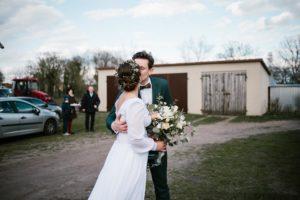 Małżeństwo się całuje - sesja ślubna reportaż Żuczki Inowrocław