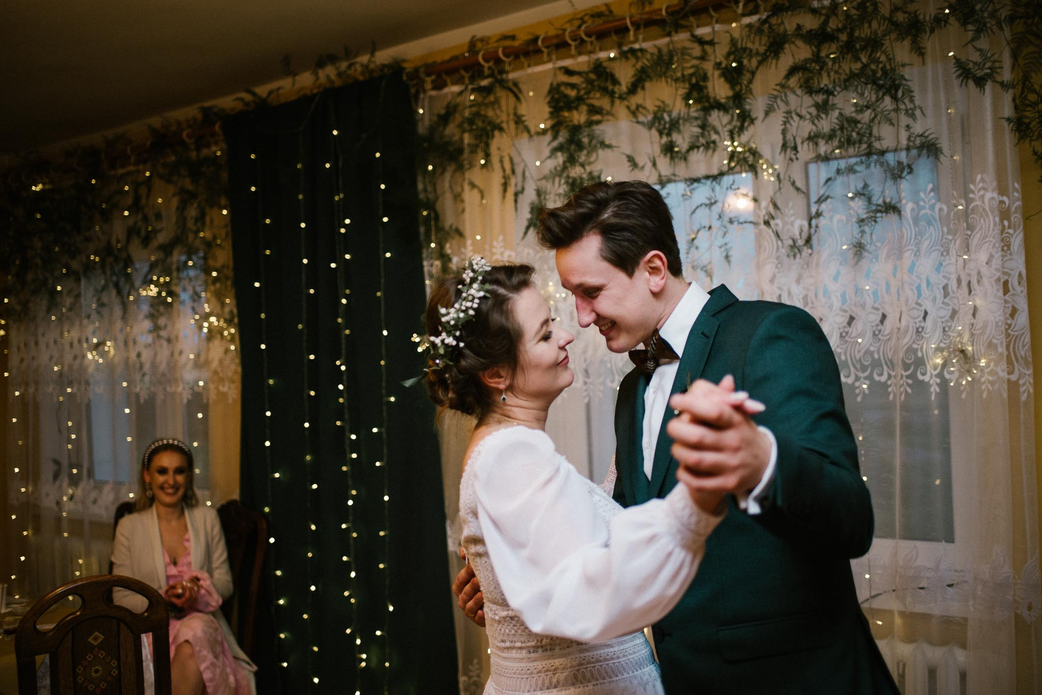 Pierwszy taniec podczas przyjęcia weselnego -sesja ślubna reportaż Żuczki Inowrocław