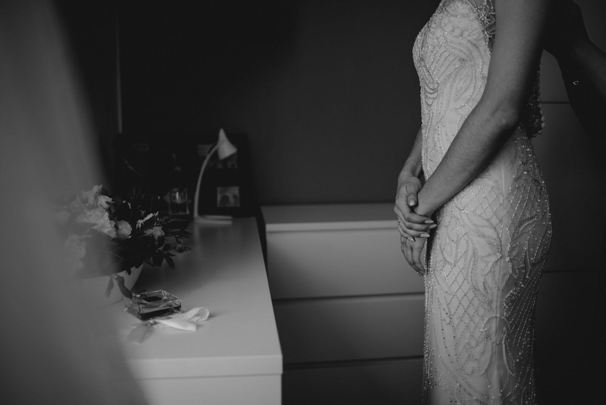 Detale sukni ślubnej - ślub w Stodole Bojanowo