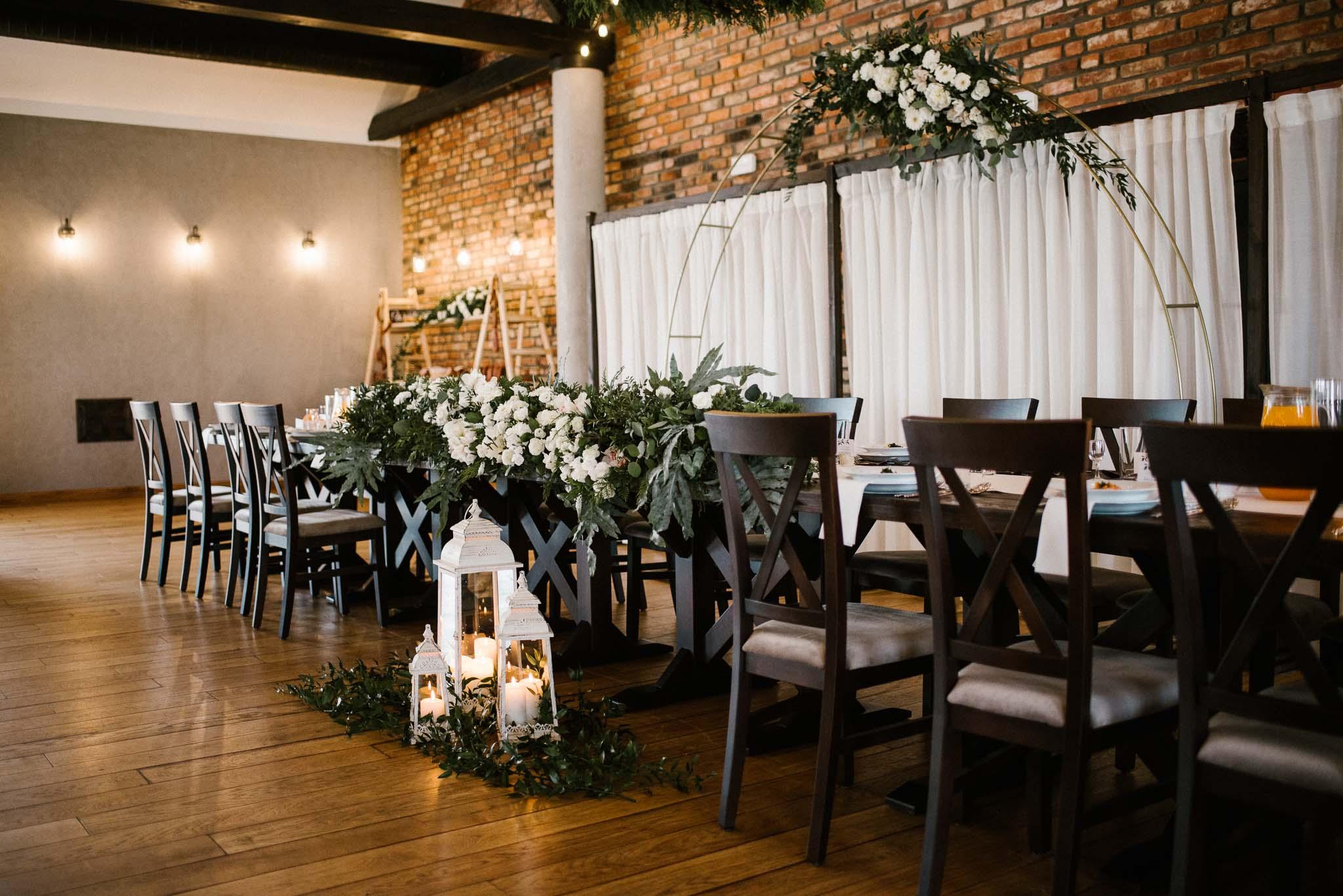 Udekorowany stół dla pary młodej -  ślub w Stodole Bojanowo
