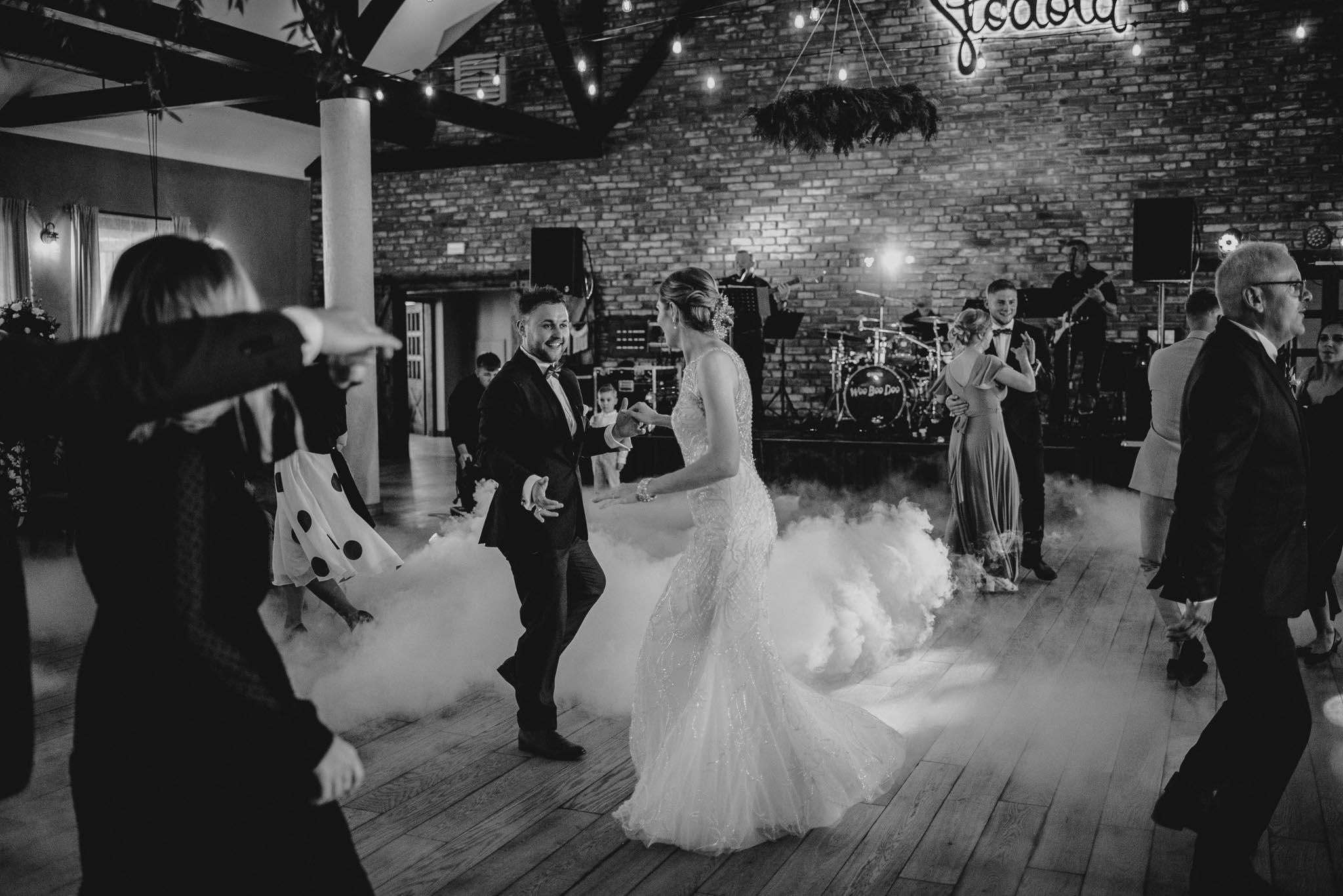 Pierwszy taniec na weselu w Bojanowie -ślub w Stodole Bojanowo